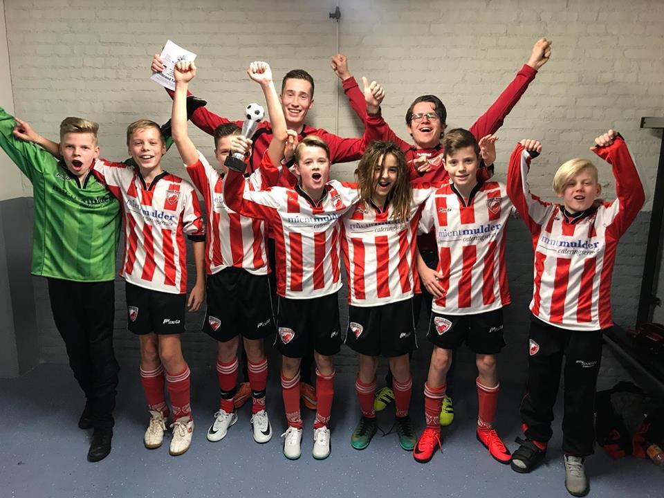 Friese Boys JO13-1 kampioen met het FVVK toernooi